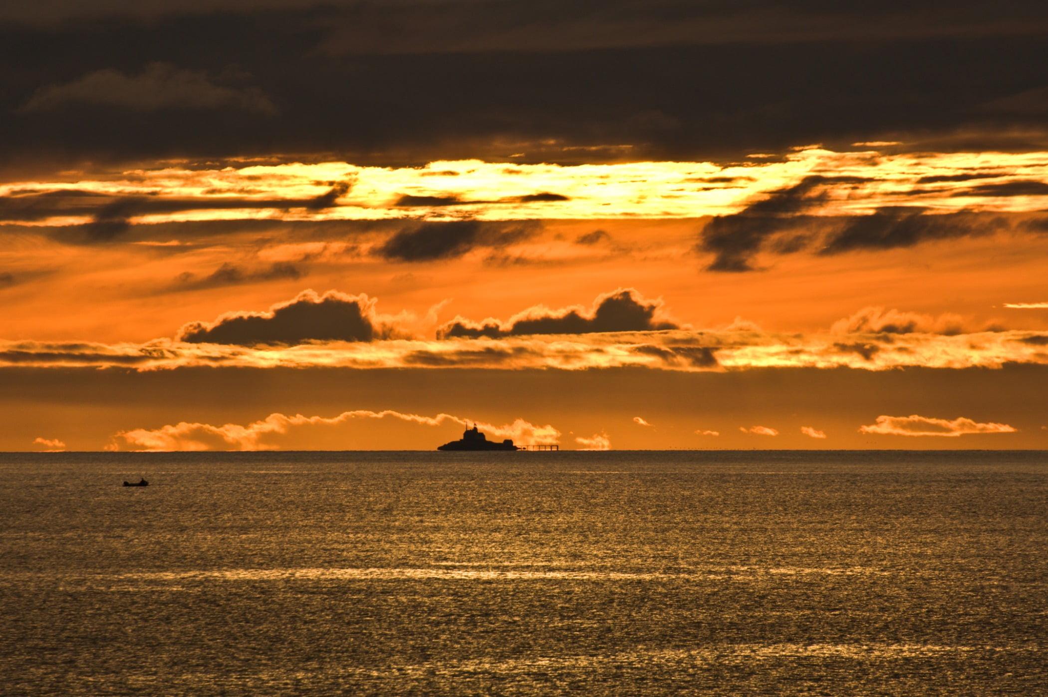 Natural landscape, Cloud, Water, Sky, Atmosphere, Ecoregion, Afterglow, Nature, Orange, Sunlight