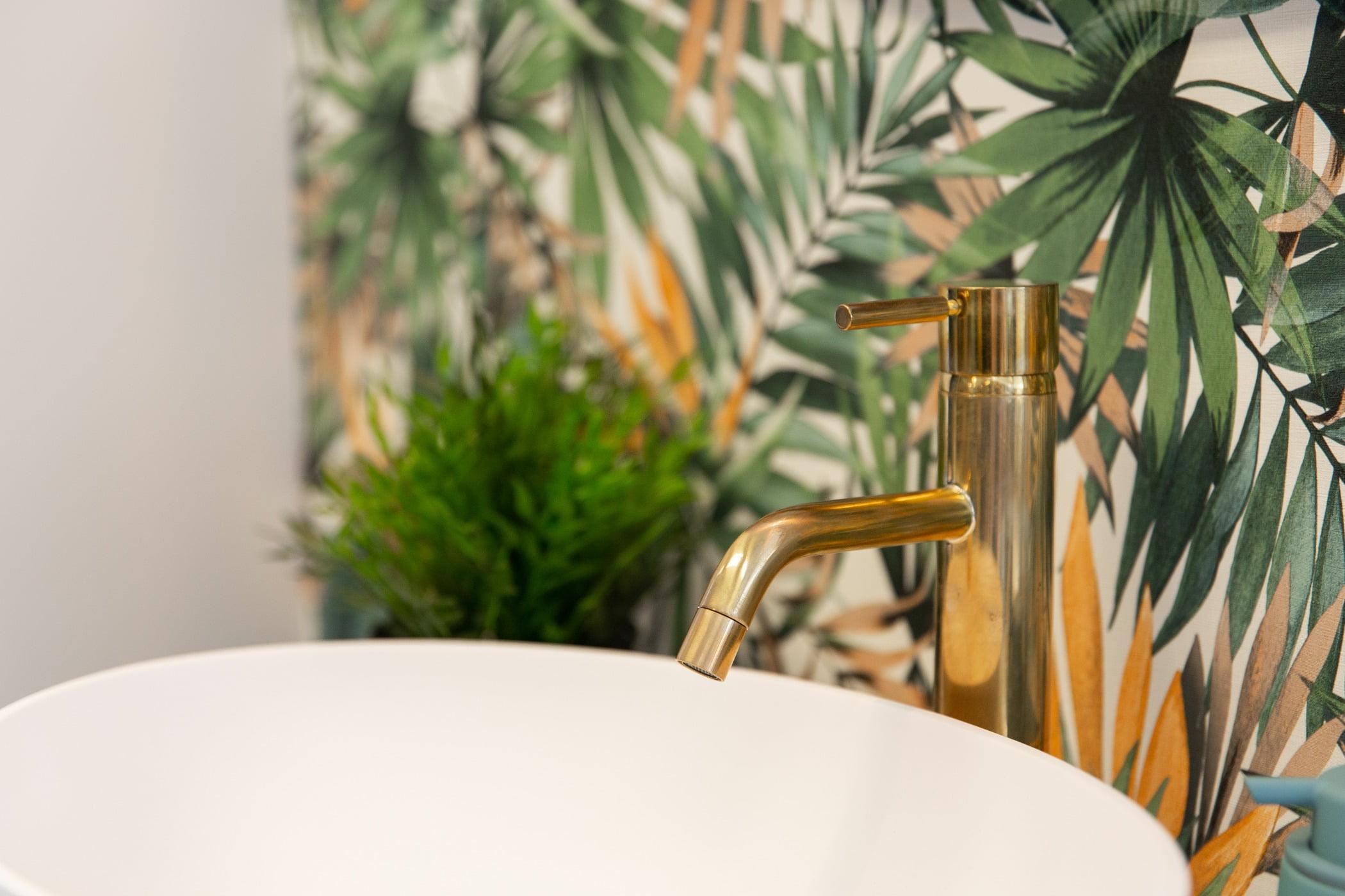 Interior design, Plant, Leaf, Dishware, Botany, Tableware, Wood, Tablecloth, Twig, Grass