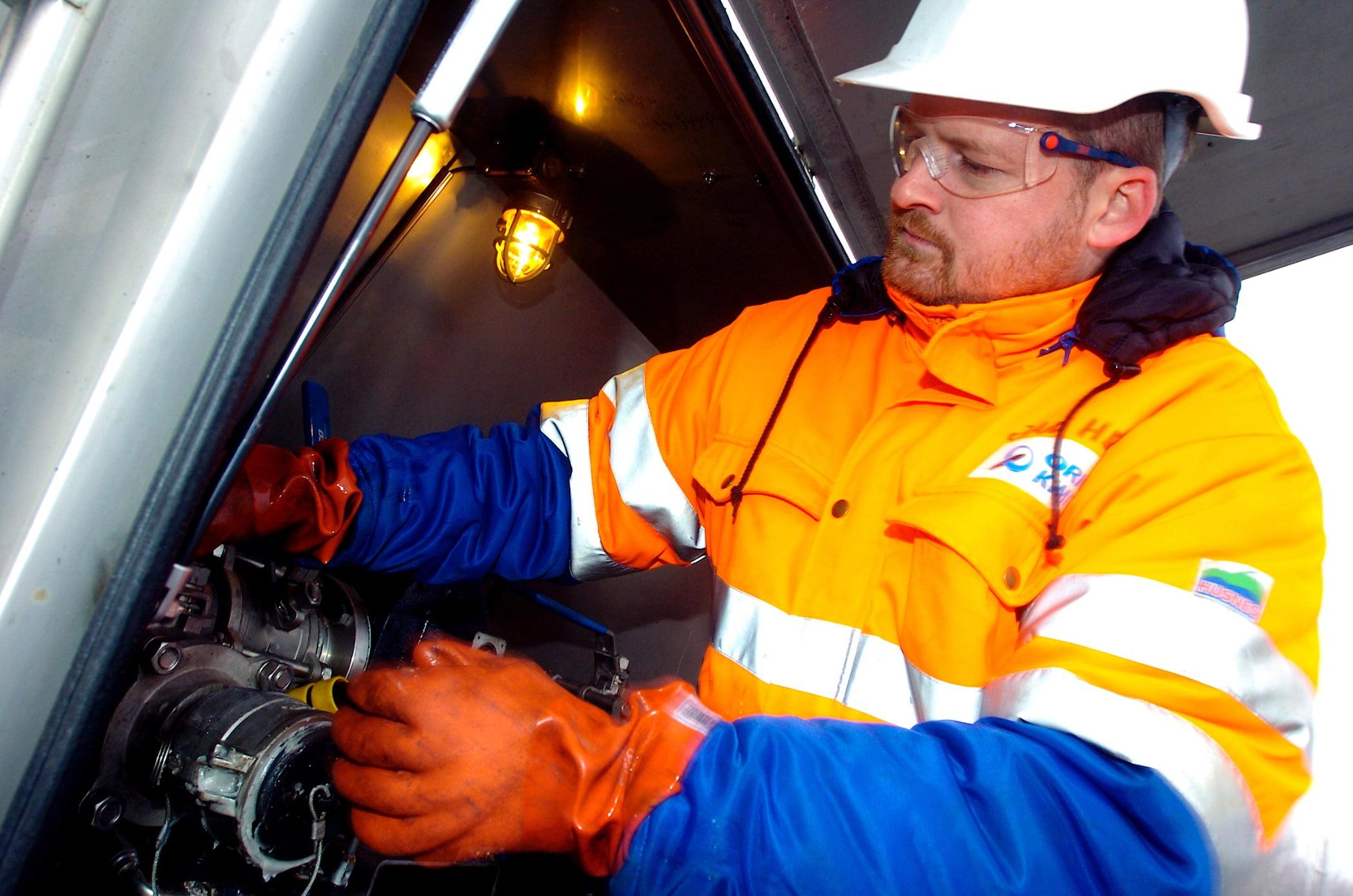 High-visibility clothing, Automotive lighting, Workwear, Helmet, Vehicle, Sleeve, Gesture, Hood, Engineer