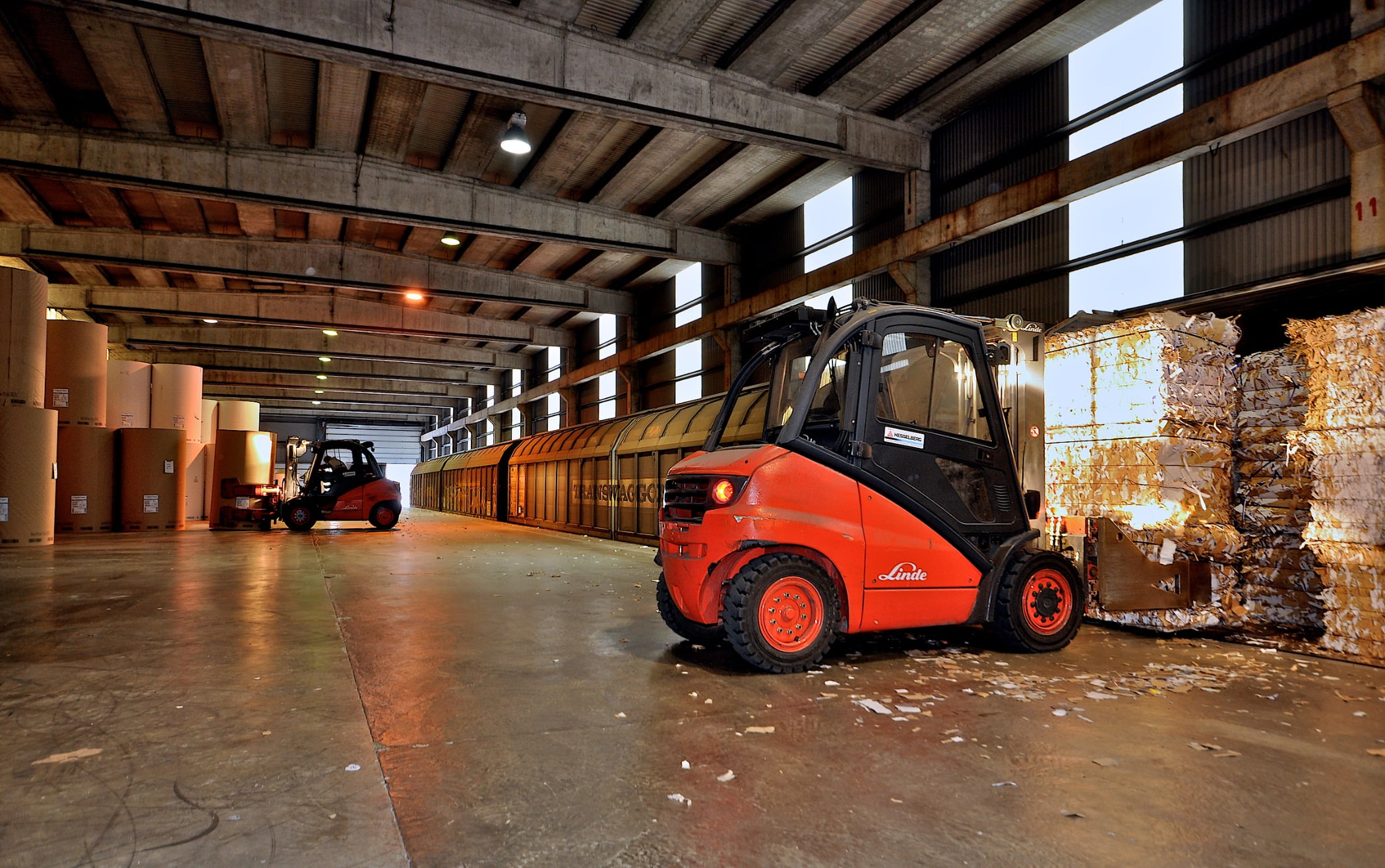 Forklift truck, Automotive tire, Motor vehicle, Wheel, Car, Tread, Wood