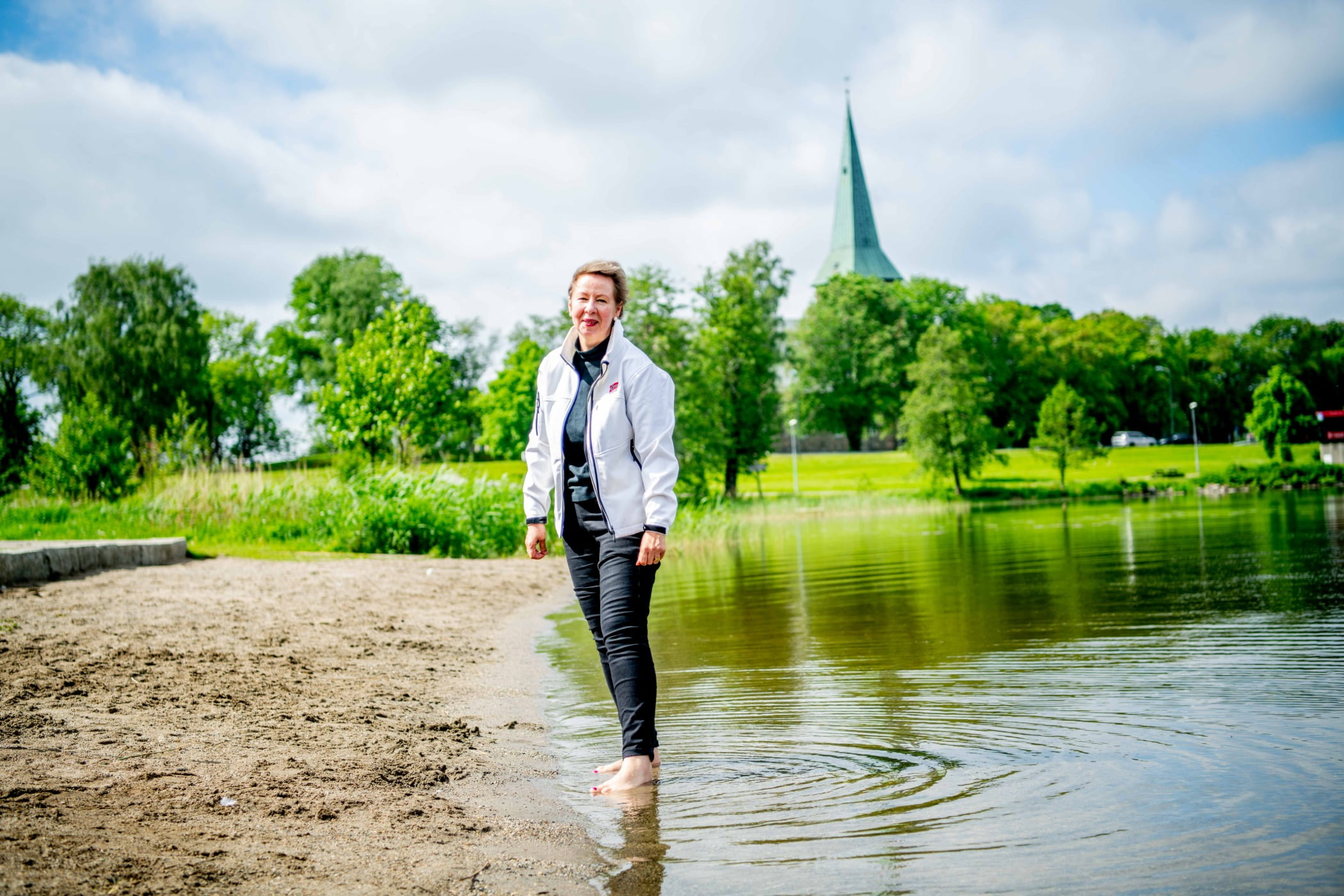 People in nature, Natural landscape, Cloud, Water, Sky, Trousers, Plant, Green, Tree, Lake