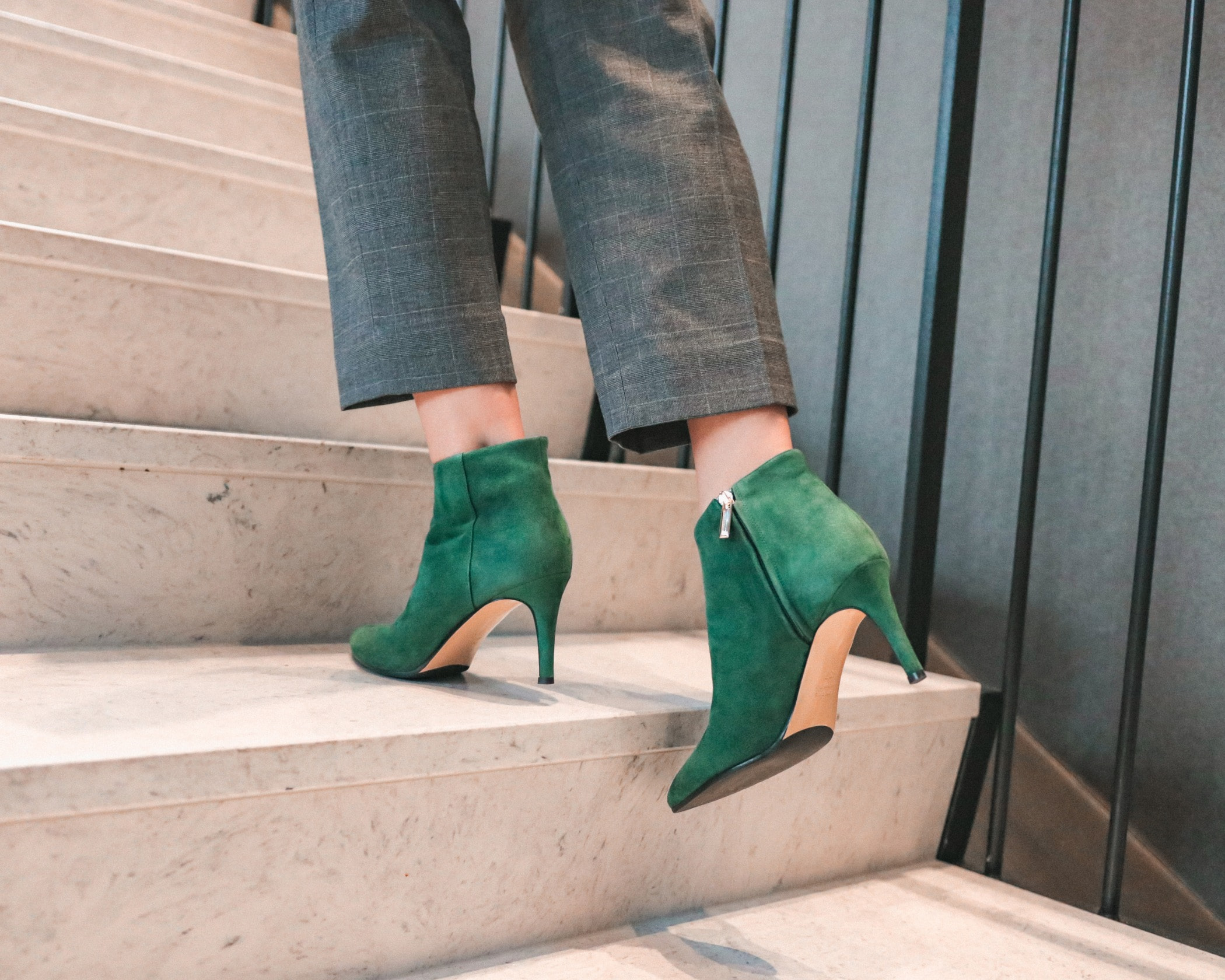 Human leg, Street fashion, Joint, Brown, Jeans, Ankle, Green, Shoe, Footwear