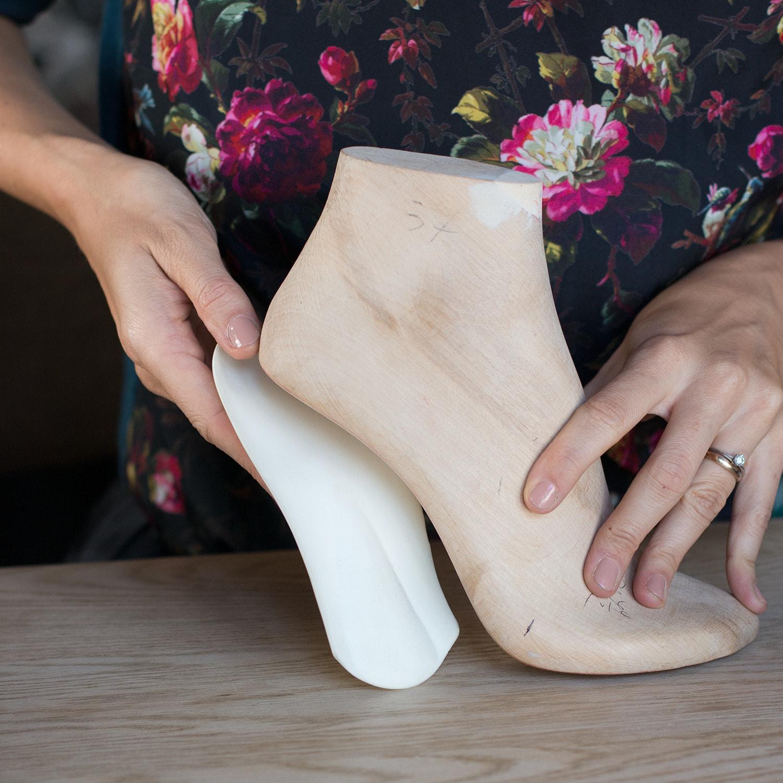 Shoe, Joint, Beige, Leg, Ankle, Pink, Footwear