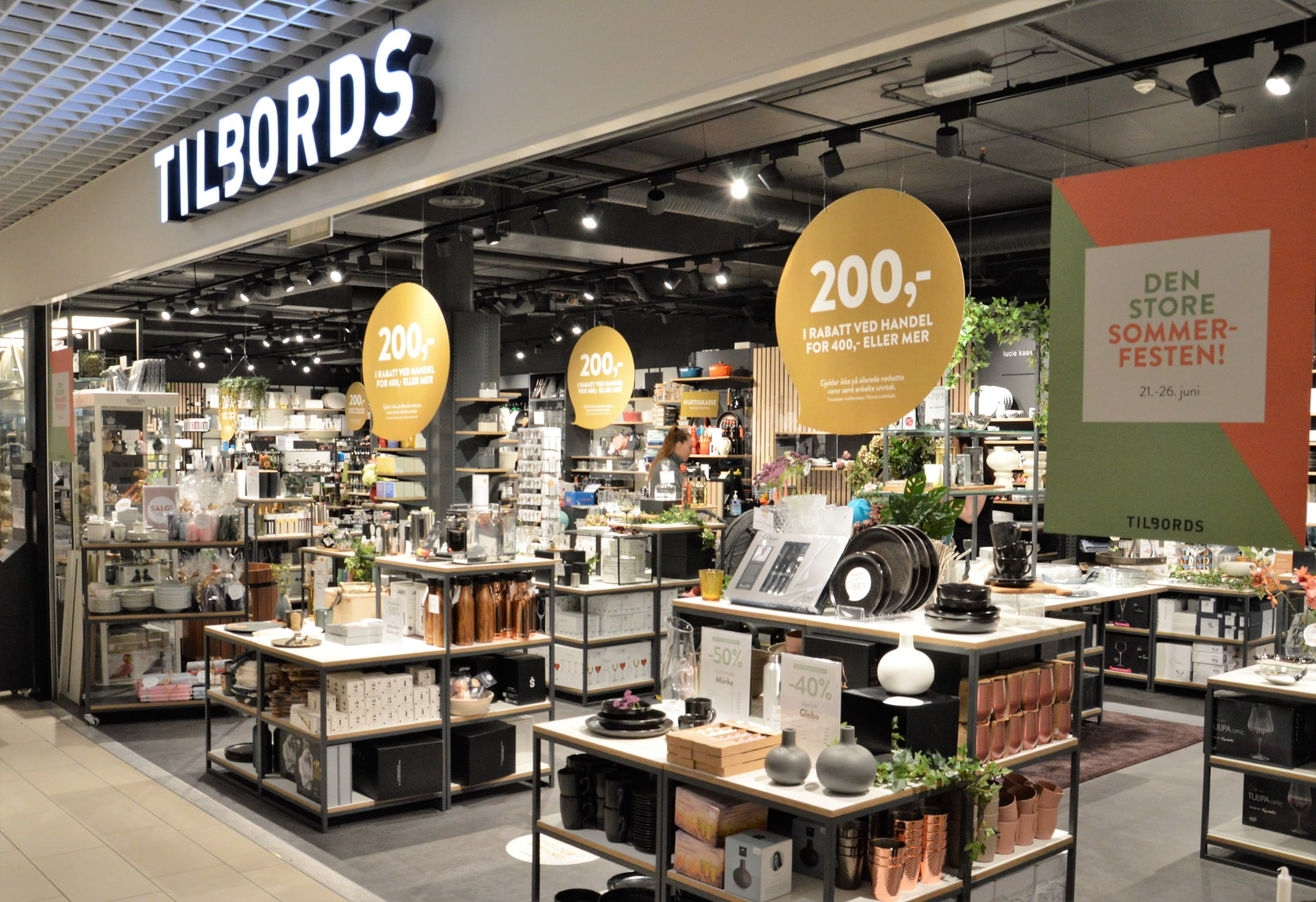 Interior design, Plant, Table, Shelf, Customer, Retail