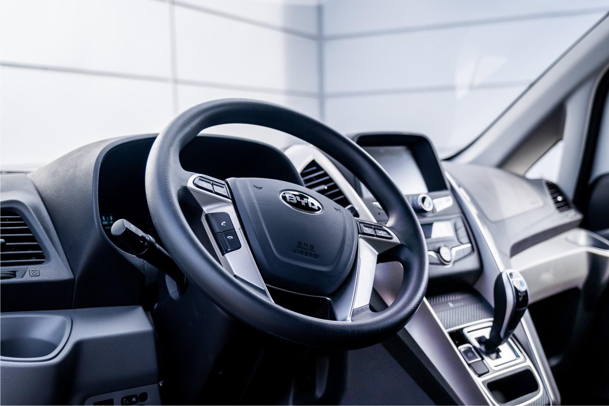 Mode of transport, Personal luxury car, Motor vehicle, Automotive design, Steering wheel, Grey