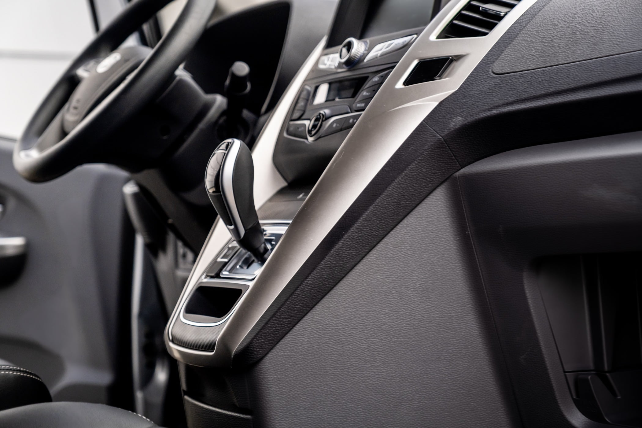 Personal luxury car, Motor vehicle, Gear shift, Automotive design, Steering part, Rim