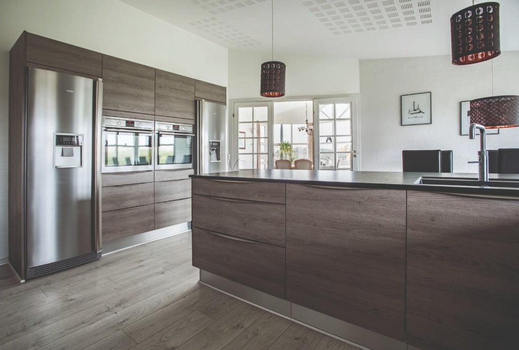 Interior design, Cabinetry, Window, Building, Wood, Door, Lighting, Flooring, Fixture, Floor